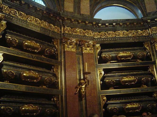 Khám phá lăng mộ bí mật dưới cung điện hoàng gia Tây Ban Nha - ảnh 5