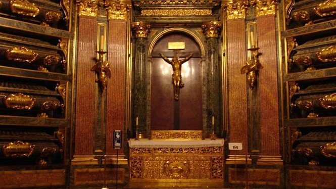 Khám phá lăng mộ bí mật dưới cung điện hoàng gia Tây Ban Nha - ảnh 6