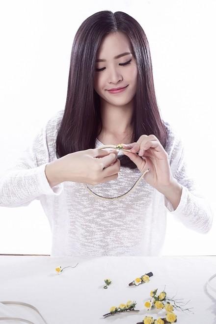 Đông Nhi hướng dẫn làm phụ kiện tóc theo xu hướng hot - ảnh 4