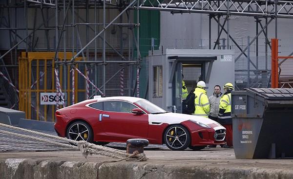 Tàu gặp nạn, hàng trăm xe sang Jaguar Land Rover móp méo  - ảnh 9