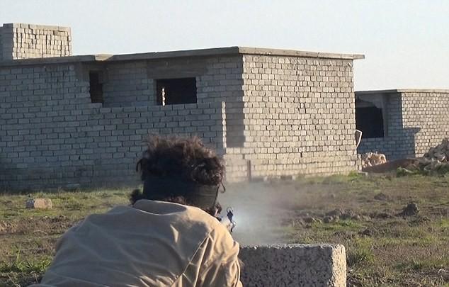 Vén màn bí ẩn về biệt đội bắn tỉa của phiến quân IS - ảnh 2