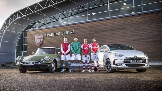 Cầu thủ Arsenal quảng cáo cho xe Citroen cổ - ảnh 2