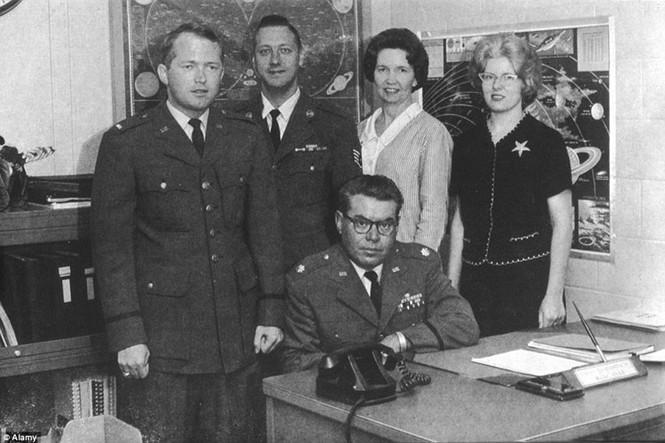 """Hé lộ dự án """"Sách xanh"""" bí mật về UFO của Mỹ - ảnh 9"""