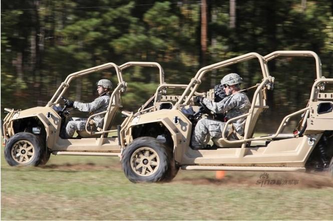 Xe tấn công chiến thuật của lính dù Mỹ vòng vèo trên mọi địa hình - ảnh 4