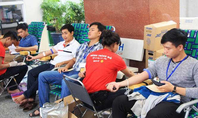 Hành trình Đỏ TPHCM 2016 góp hơn 700 đơn vị máu - ảnh 3