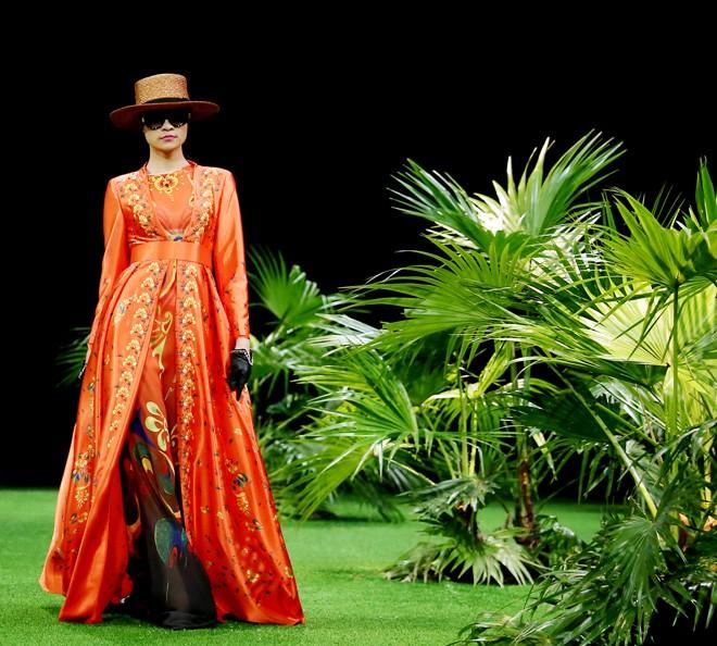 Vietnam Fashion Week: Xanh mướt xuân hè châu Á nhiệt đới mới - ảnh 6