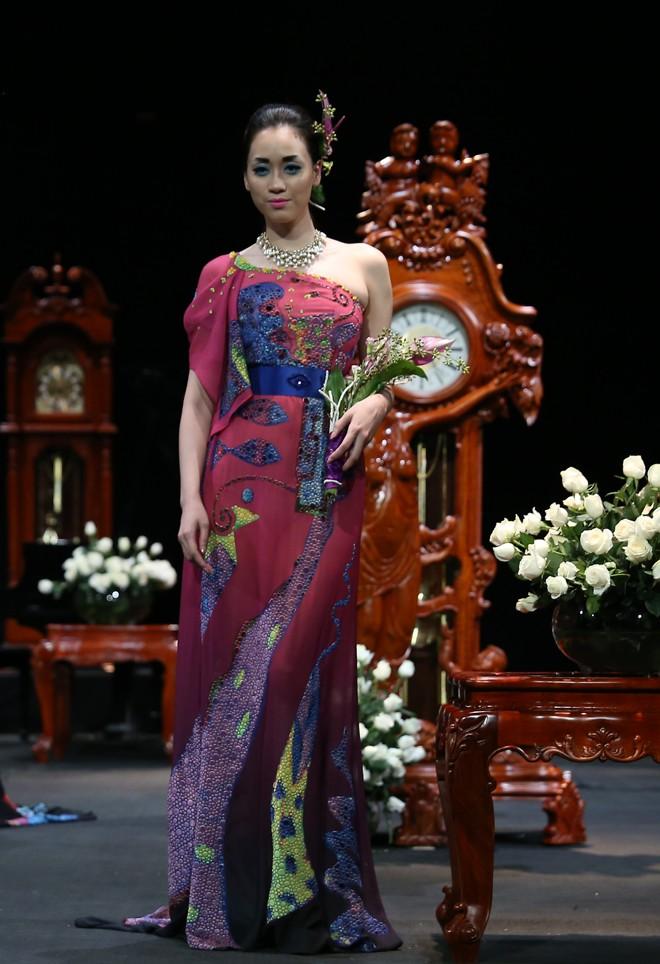 Vietnam Fashion Week Xuân Hè đêm cuối: Thời gian lắng đọng  - ảnh 2