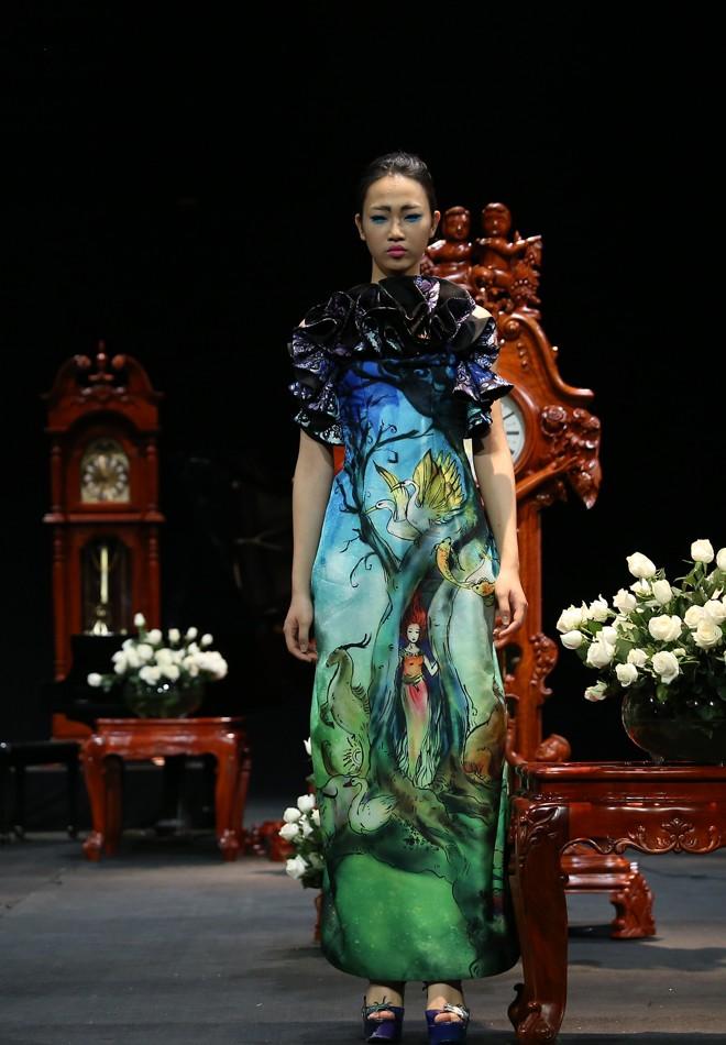 Vietnam Fashion Week Xuân Hè đêm cuối: Thời gian lắng đọng  - ảnh 5