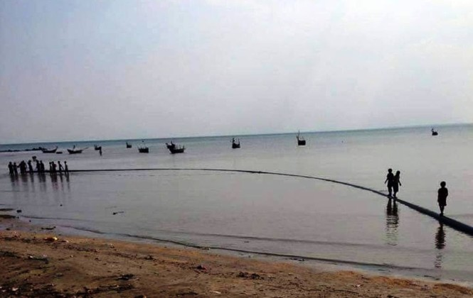 Ngư dân vớt được đường ống bí ẩn, dài hơn 100m dưới đáy biển - ảnh 1