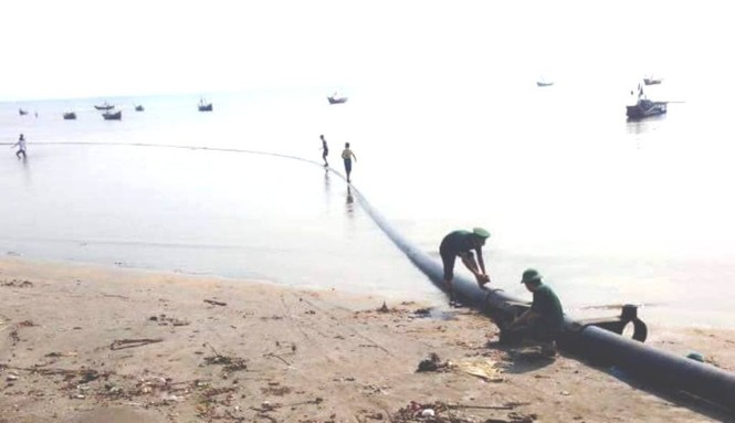 Ngư dân vớt được đường ống bí ẩn, dài hơn 100m dưới đáy biển - ảnh 3