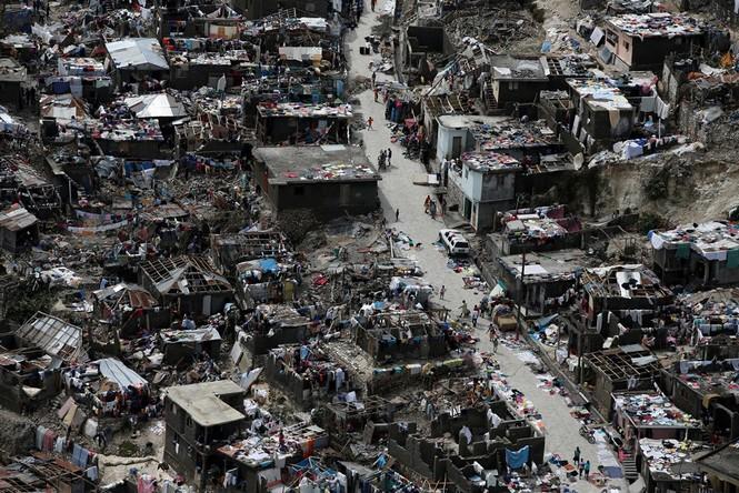 Cảnh tan hoang như thời chiến ở Haiti sau bão Matthew - ảnh 4