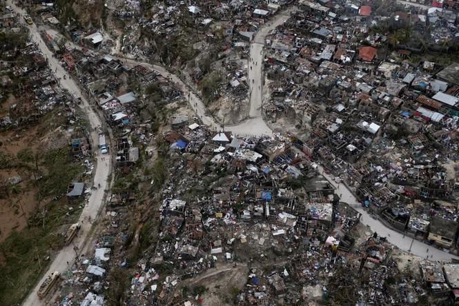 Cảnh tan hoang như thời chiến ở Haiti sau bão Matthew - ảnh 5