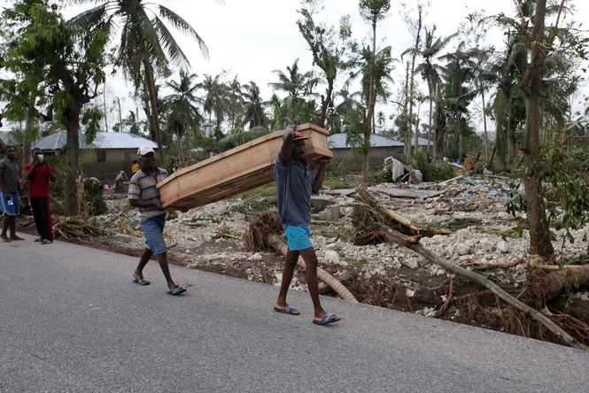 Cảnh tan hoang như thời chiến ở Haiti sau bão Matthew - ảnh 7
