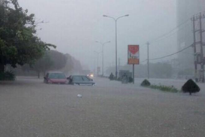 Kinh hãi cảnh lụt ngập nóc nhà ở Quảng Bình - ảnh 3