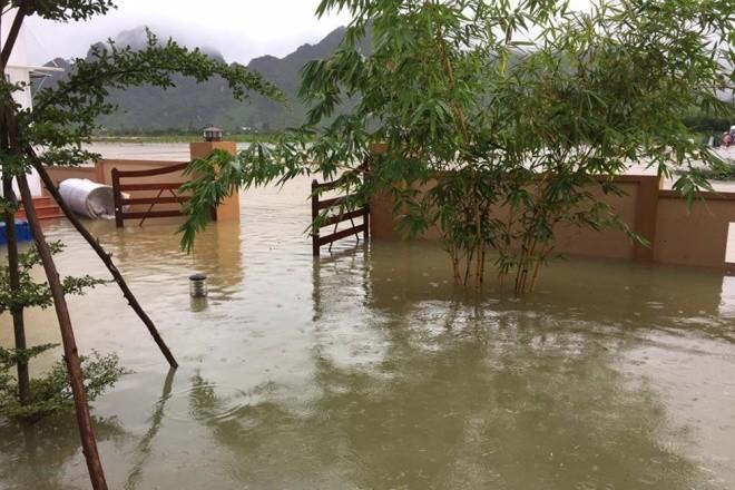 Kinh hãi cảnh lụt ngập nóc nhà ở Quảng Bình - ảnh 5