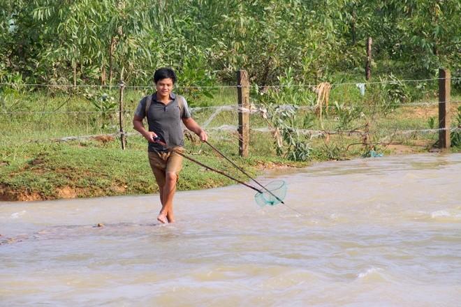 Mục kích xả tràn hồ Kẻ Gỗ, sẵn sàng sơ tán 2.000 dân - ảnh 10