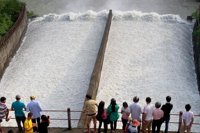 Mục kích xả tràn hồ Kẻ Gỗ, sẵn sàng sơ tán 2.000 dân - ảnh 8
