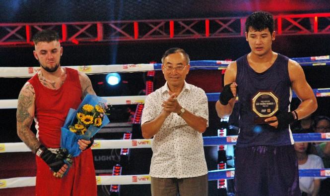 Ấn tượng võ sĩ Việt Nam 19 tuổi hạ võ sĩ Bắc Ai Len - ảnh 10