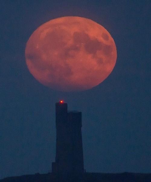 Siêu trăng vừa xuất hiện trên bầu trời các nước - ảnh 10