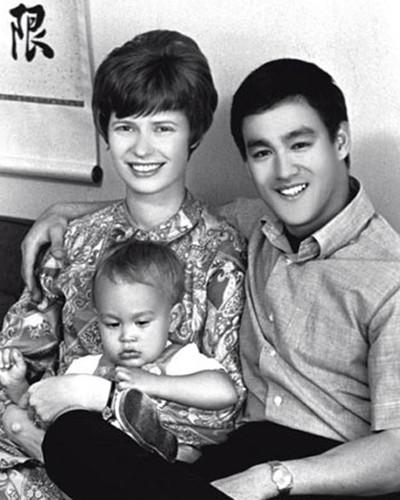 Khoảnh khắc đời thường của Lý Tiểu Long bên vợ con - ảnh 1