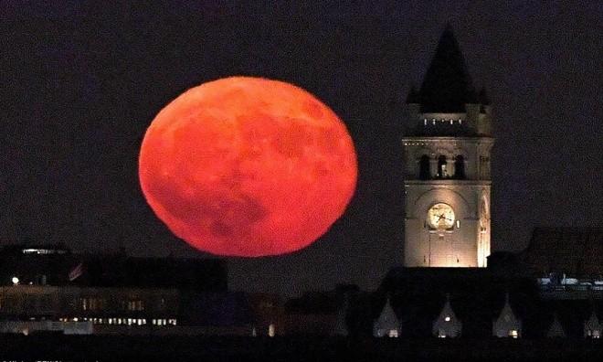 Siêu trăng vừa xuất hiện trên bầu trời các nước - ảnh 2