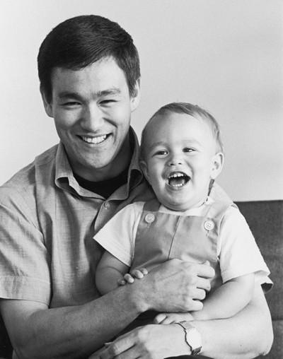 Khoảnh khắc đời thường của Lý Tiểu Long bên vợ con - ảnh 3