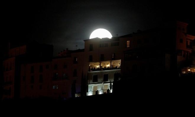 Siêu trăng vừa xuất hiện trên bầu trời các nước - ảnh 6