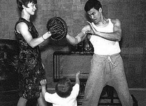 Khoảnh khắc đời thường của Lý Tiểu Long bên vợ con - ảnh 6