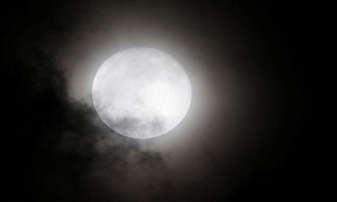 Siêu trăng vừa xuất hiện trên bầu trời các nước - ảnh 7