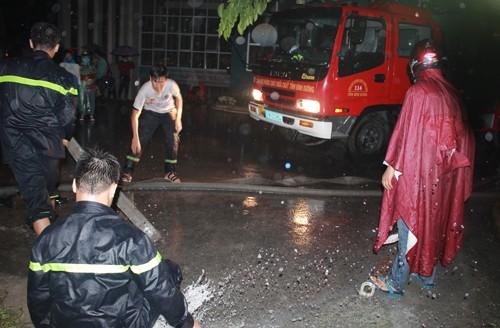 Hầm ký túc xá Sài Gòn ngập, 1.000 xe được di tản trong đêm - ảnh 1