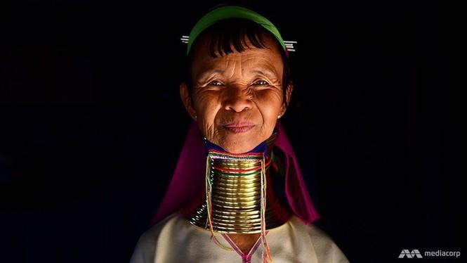 Bộ tộc phụ nữ 'hươu cao cổ' ở Myanmar trước nguy cơ mai một - ảnh 1