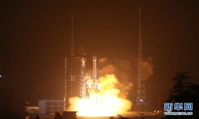 Mảnh vỡ vệ tinh Trung Quốc rơi xuống ruộng - ảnh 5