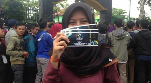 Biển người ở Indonesia xếp hàng mua vé chung kết AFF Cup 2016 - ảnh 3