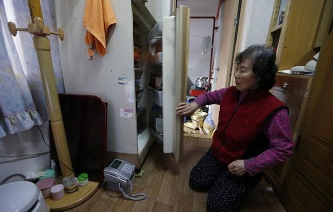 Những người phải đi nghiêng mới sống được trong nhà mình - ảnh 8