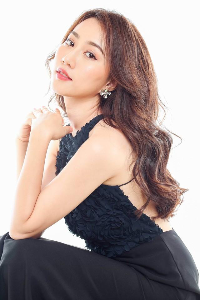 """Hot girl Huỳnh Hồng Loan """"lột xác"""" gợi cảm - ảnh 13"""