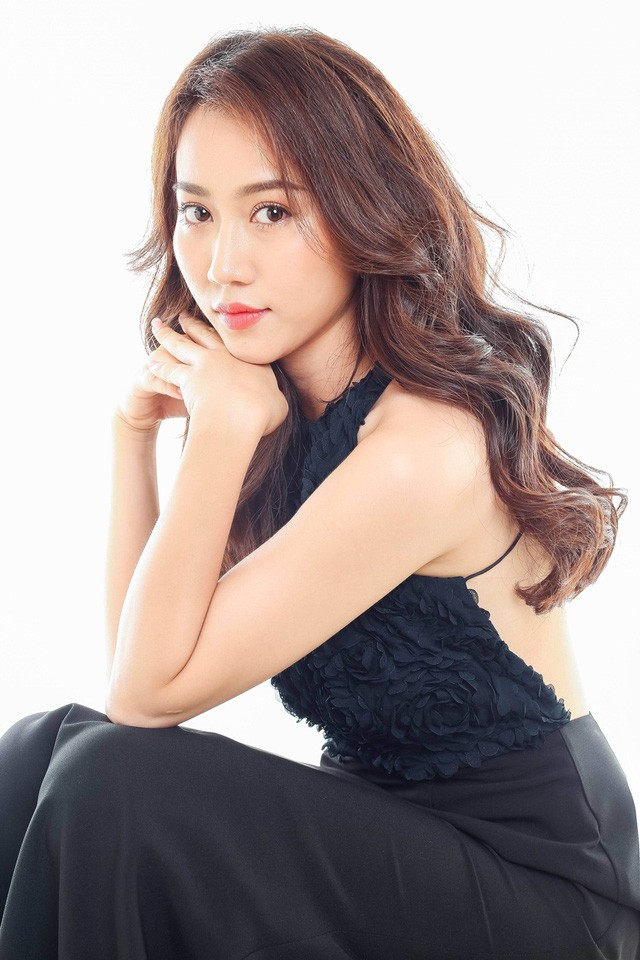 """Hot girl Huỳnh Hồng Loan """"lột xác"""" gợi cảm - ảnh 14"""