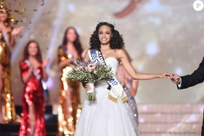 Nhan sắc tuổi 18 của Hoa hậu Pháp 2017 - ảnh 1