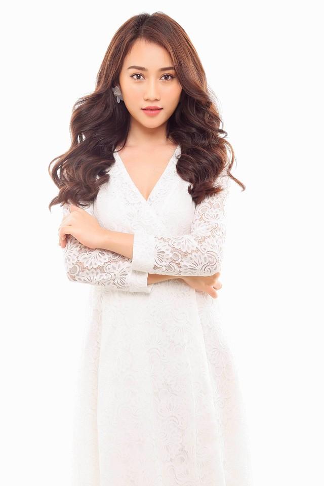 """Hot girl Huỳnh Hồng Loan """"lột xác"""" gợi cảm - ảnh 1"""