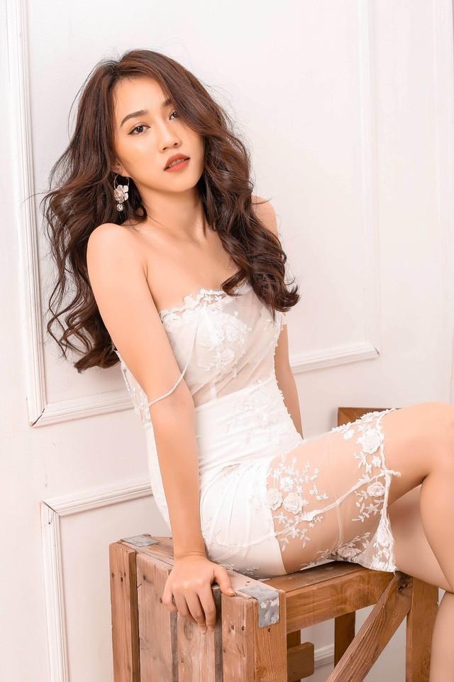 """Hot girl Huỳnh Hồng Loan """"lột xác"""" gợi cảm - ảnh 2"""