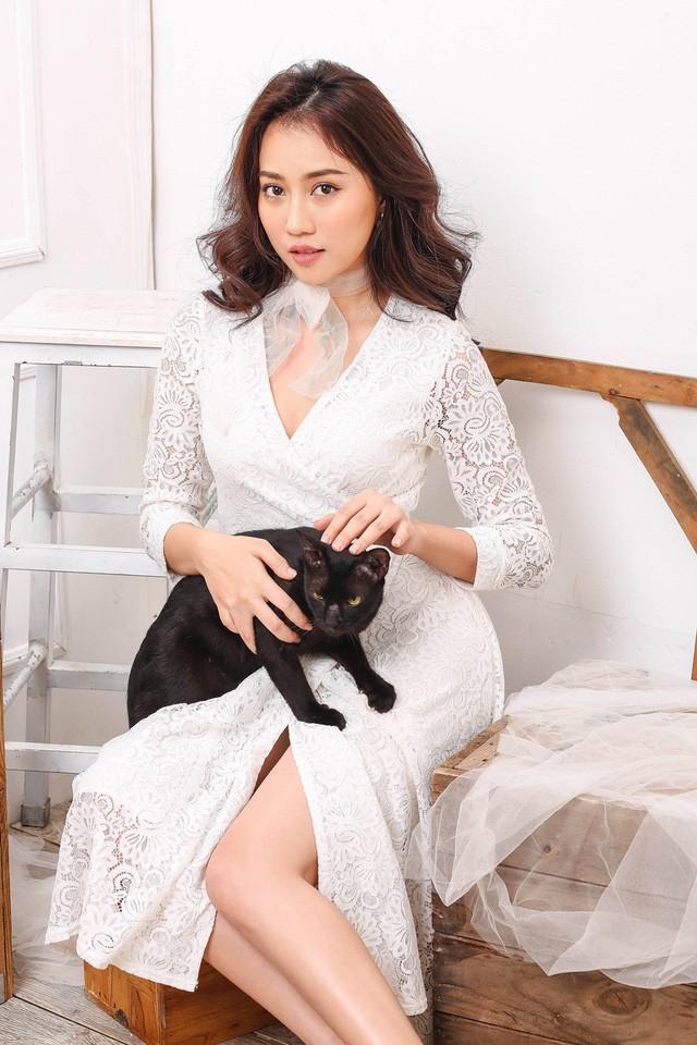 """Hot girl Huỳnh Hồng Loan """"lột xác"""" gợi cảm - ảnh 3"""