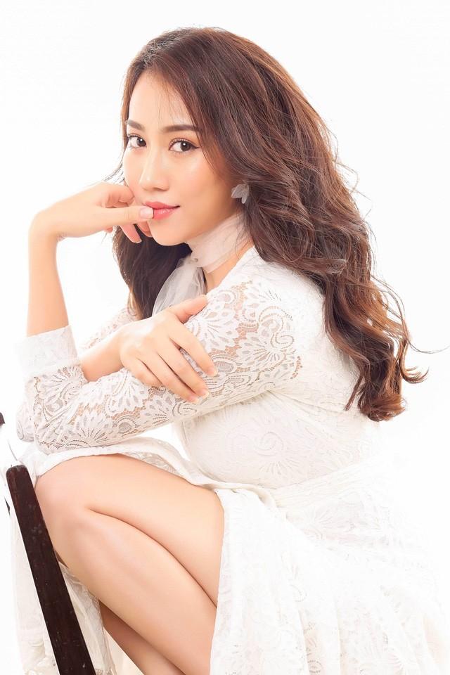 """Hot girl Huỳnh Hồng Loan """"lột xác"""" gợi cảm - ảnh 4"""