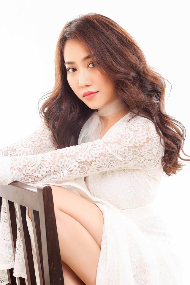 """Hot girl Huỳnh Hồng Loan """"lột xác"""" gợi cảm - ảnh 5"""