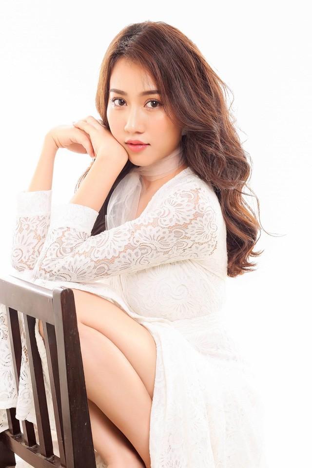 """Hot girl Huỳnh Hồng Loan """"lột xác"""" gợi cảm - ảnh 6"""
