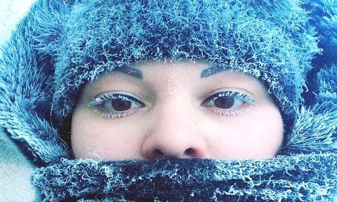 Râu tóc đóng băng trong giá lạnh kỷ lục -62 độ C ở Nga - ảnh 1