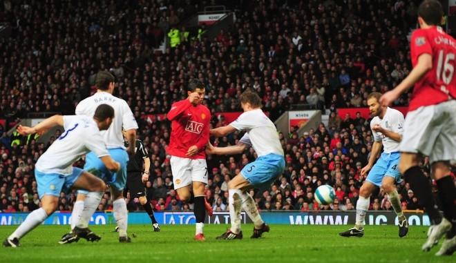 'Điểm danh' 10 pha làm bàn 'siêu dị' ở Ngoại hạng Anh - ảnh 10