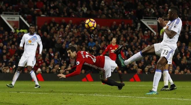 'Điểm danh' 10 pha làm bàn 'siêu dị' ở Ngoại hạng Anh - ảnh 1