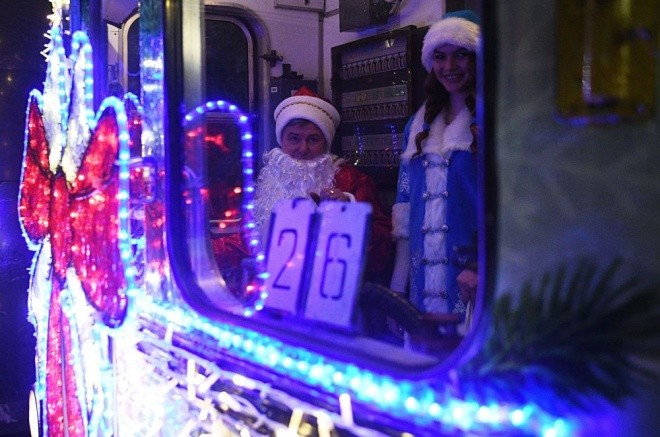 Mục kích đoàn tàu điện ngầm đón năm mới ở Moscow - ảnh 8