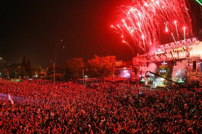 Mỹ Tâm, Nguyên Khang tạo kỷ lục trong đêm đón năm mới - ảnh 4