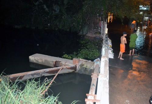 Hàng trăm nhà ở Sài Gòn bị nhấn chìm vì nắp cống ngăn triều hỏng - ảnh 2
