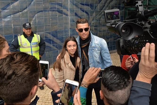 Lộ ảnh Ronaldo đưa bạn gái về Bồ Đào Nha ra mắt - ảnh 6